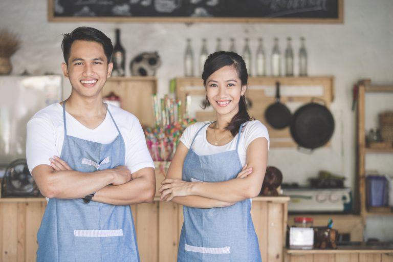 5 Cara Mempertahankan Karyawan di Bisnis Restoran