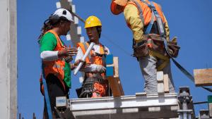 Menjaga-Keselamatan-Kerja-Karyawan-dalam-Bisnis-Konstruksi